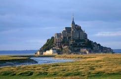 Mont Saint Michel i härligt väder Arkivbild