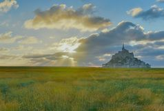 Mont Saint Michel no por do sol, Normandy, França fotos de stock