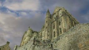 Mont Saint-Michel, Normandie, Frankreich--einer der besichtigten Touristenorte in Frankreich stock video footage