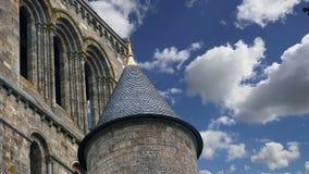 Mont Saint-Michel, Normandie, Frankreich--einer der besichtigten Touristenorte in Frankreich Gekennzeichnet als ein der ersten UN stock video footage