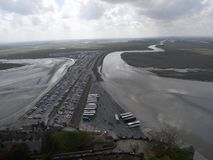 Mont Saint Michel-Parken vor Zerstörung der Dammes Lizenzfreie Stockfotos