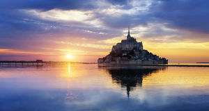 Mont Saint Michel am Sonnenuntergang, Frankreich Stockbild