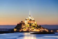 Mont Saint Michele an der Dämmerung Frankreich Lizenzfreie Stockfotografie
