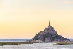 Mont Saint Michele an der Dämmerung Frankreich Lizenzfreies Stockbild