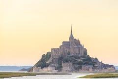 Mont Saint Michele an der Dämmerung Frankreich Stockbilder