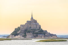Mont Saint Michele an der Dämmerung Frankreich Lizenzfreie Stockbilder