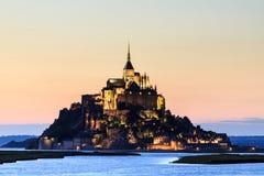 Mont Saint Michele en la oscuridad Fotografía de archivo