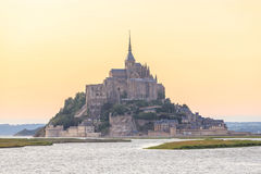 Mont Saint Michele en la oscuridad Francia Imagen de archivo