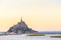 Mont Saint Michele en la oscuridad Francia Fotos de archivo