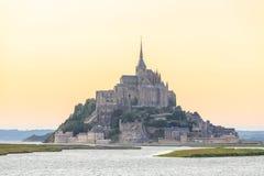 Mont Saint Michele en la oscuridad Francia Fotografía de archivo