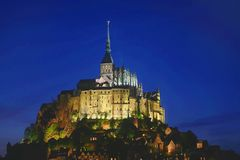 Mont St Michel bij nacht Stock Foto