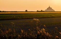 Mont St Michel-Landschaft bei goldenem Sonnenuntergang Stockbild