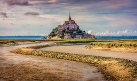 Mont St Michel River royaltyfri bild