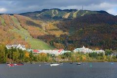 与秋叶,魁北克,加拿大的Mont Tremblant 图库摄影