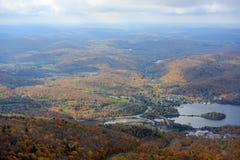 Mont Tremblant avec le feuillage d'automne, Québec, Canada Images stock