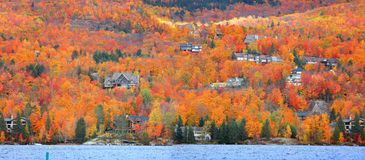 Mont Tremblant by i Quebec royaltyfria bilder