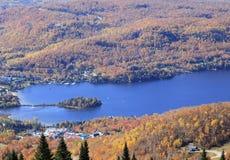 Mont Tremblant Lake och semesterort, flyg- sikt Arkivbilder