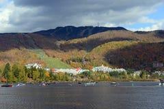 Mont Tremblant med nedgånglövverk, Quebec, Kanada Royaltyfria Foton