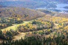 Mont Tremblant mit Herbstlaub, Quebec, Kanada Stockbilder