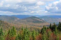 Mont Tremblant mit Herbstlaub, Quebec, Kanada Lizenzfreie Stockfotografie