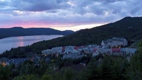 Mont Tremblant Village au coucher du soleil photos stock