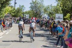 Mont Ventoux -环法自行车赛的两个骑自行车者2016年 免版税库存图片
