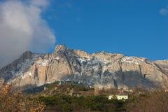 Montaña Ai-Petry en el invierno. Crimea fotos de archivo libres de regalías