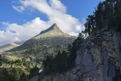 Montaña Aneto con las nubes Imágenes de archivo libres de regalías