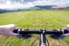 Montaña biking abajo del rastro Fotografía de archivo libre de regalías
