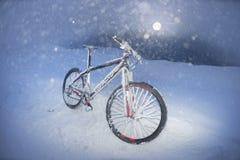 Montaña biking en Goverla en el Año Nuevo Fotografía de archivo libre de regalías