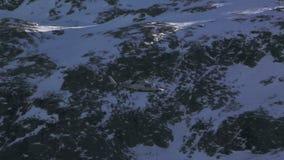 Montaña blanca del helicóptero almacen de video