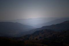 Montaña brumosa Imagenes de archivo