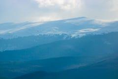 Montaña brumosa Fotografía de archivo