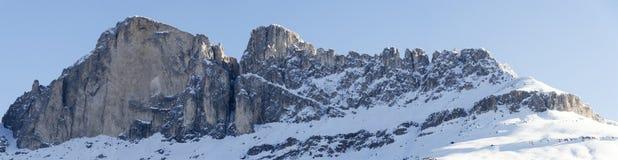 Montaña Catinaccio en la estación del invierno imagen de archivo