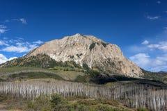 Montaña con cresta de la mota Imágenes de archivo libres de regalías