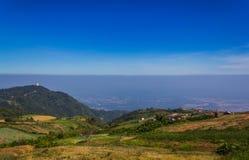 Montaña con el cielo en Phu Thap Boek en Phetchabun Imagen de archivo libre de regalías