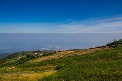 Montaña con el cielo en Phu Thap Boek en Phetchabun Imágenes de archivo libres de regalías