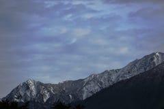 Montaña con la nieve Fotos de archivo libres de regalías