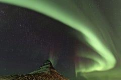 Montaña de Aurora Borealis y de Kirkjufell Imagen de archivo libre de regalías