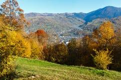 Montaña de Autumn Carpathian, Rakhiv, Ucrania fotos de archivo