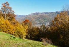 Montaña de Autumn Carpathian, Rakhiv, Ucrania Imagen de archivo libre de regalías