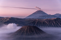 Montaña de Bromo en la salida del sol indonesia Imagen de archivo libre de regalías