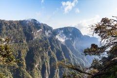 Montaña de Emei por la mañana Imagen de archivo libre de regalías