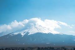 Montaña de Fuji con la nube en el top Imagen de archivo libre de regalías