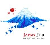 Montaña de Fuji formada de pájaros del origami Imagen de archivo libre de regalías
