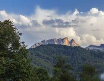 Montaña de Kapaz en la puesta del sol del día Imágenes de archivo libres de regalías