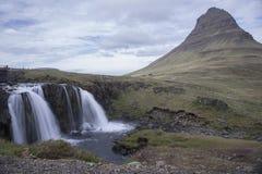 Montaña de Kirkjufell en Grundarfjordur Foto de archivo libre de regalías