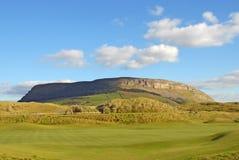 Montaña de Knocknarea en Strandhill Imágenes de archivo libres de regalías