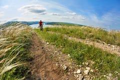 Montaña de la aventura biking en la orilla Foto de archivo libre de regalías