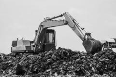 Montaña de la basura con el trabajo Fotos de archivo